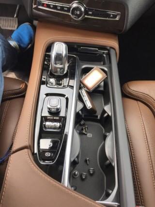 沃尔沃XC90 18款 2.0T 混动 T8 AWD 7座 Inscription加规