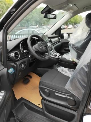 奔驰V级  20款 V250 2.0T 标准 加长 中东
